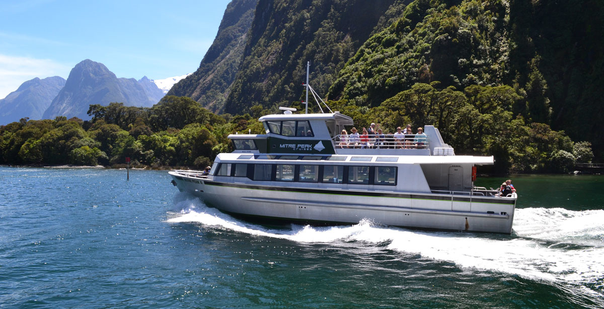 milford-sound-coach-cruise-trip